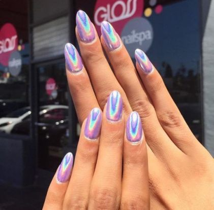 11518795_hologram-chrome-nails_td9237c67-1